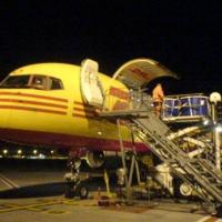 April 2007 April 2007 - Offloading Mola mola tanks from DHL Boeing 757 in Brussels. Nest destination: New York (JFK).
