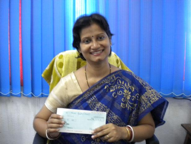 Congratulations to Hema Joshi Saygu, a young researcher from India who needed some funds to attend this year's International Meeting on Marine Resources. Because India is a long way for Hema to come and present her work we cut her a 1.500 euros cheque.